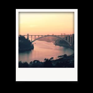 Polaroids com instantâneos da cidade do Porto